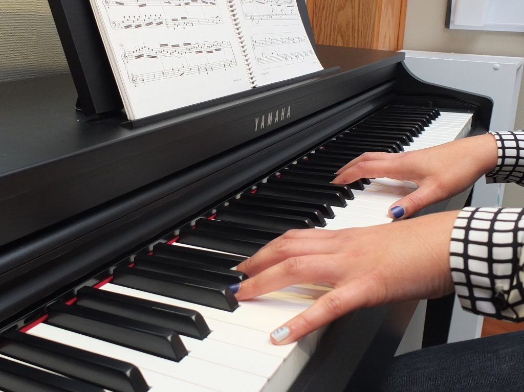 Steph hands at piano